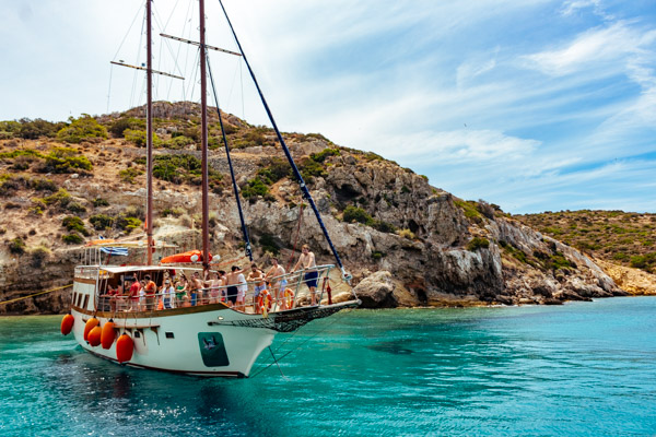 Sailing-in-the-beautiful-Aegean.-What-more-could-you-ask-for